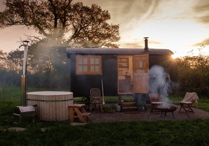Plankbridge glamping hut with hot tub